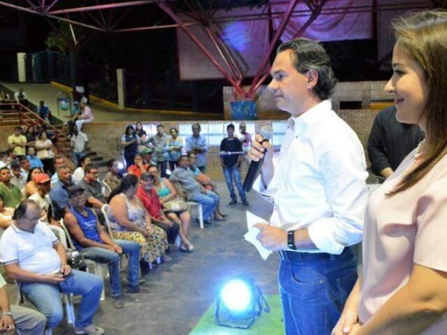 Marquinhos Trad entregou escritura de imóveis em agosto (Foto: Divulgação/PMCG)