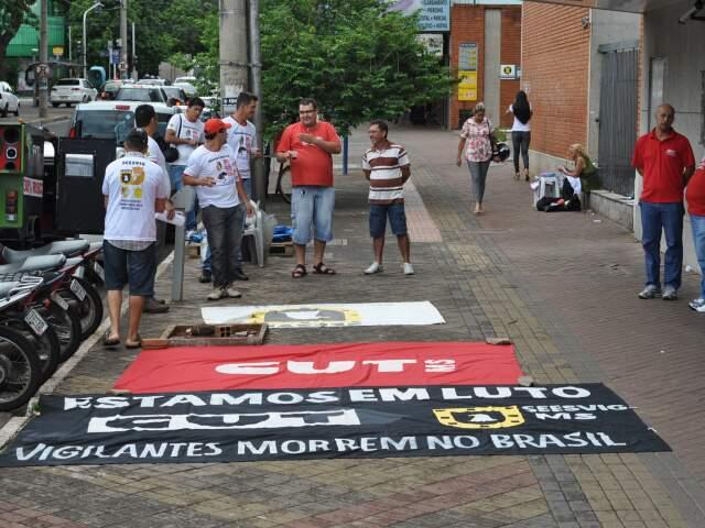 Mobilização foi realizada neste sábado em Campo Grande. (Foto: Marlon Ganassin)