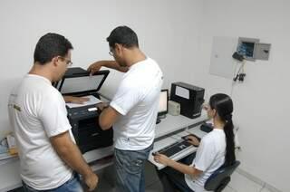Na gráfica do Instituto são impressos cardápios e material para leitura em Braille. (Foto:Divulgação)