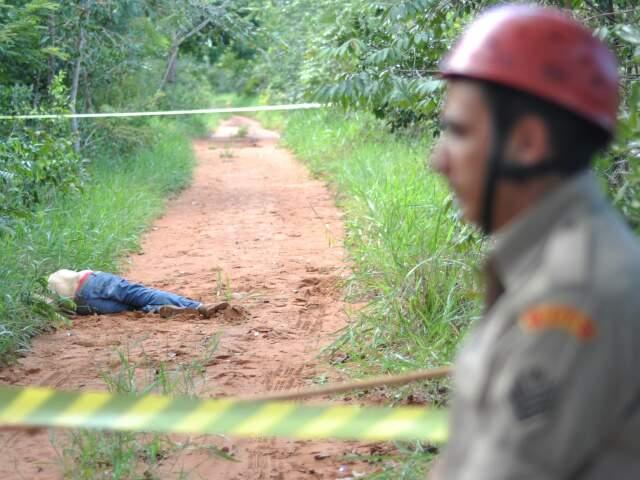 Tudo indica que a morte foi provocada por pauladas.(Foto: Marlon Ganassin)