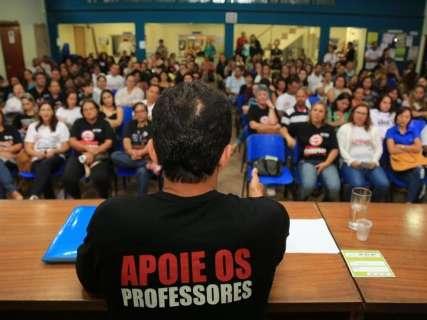 Justiça dá 72h para prefeitura dizer quando pagará o 13º dos professores