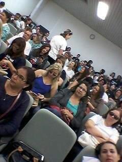 Professores lotaram auditório do MPE. (Foto:Direto das ruas)