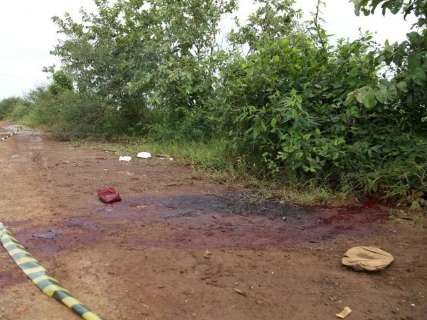 Homem é encontrado morto com pescoço degolado em terreno baldio