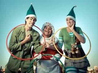 Rane (no centro) e os duendes do Papai Noel.