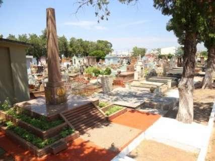 Dupla é presa enquanto tentava furtar túmulos do cemitério Santo Antônio