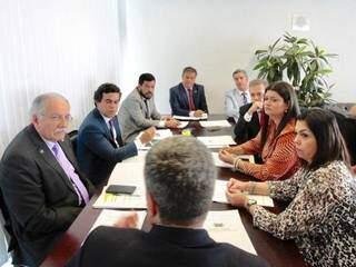 Reunião da bancada federal de Mato Grosso do Sul no gabinete do senador Nelsinho Trad (Foto: Divulgação/Assessoria)