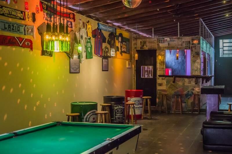 Bem iluminado e decorado, espaço ficou divertido. (Foto: Reprodução Facebook).