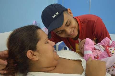 De parto normal, Lara resistiu à complicações para ser o 1º bebê de 2017