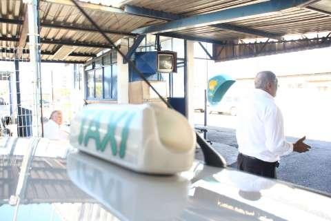 Taxistas denunciam máfia de alvarás e monopólio de táxis na Capital