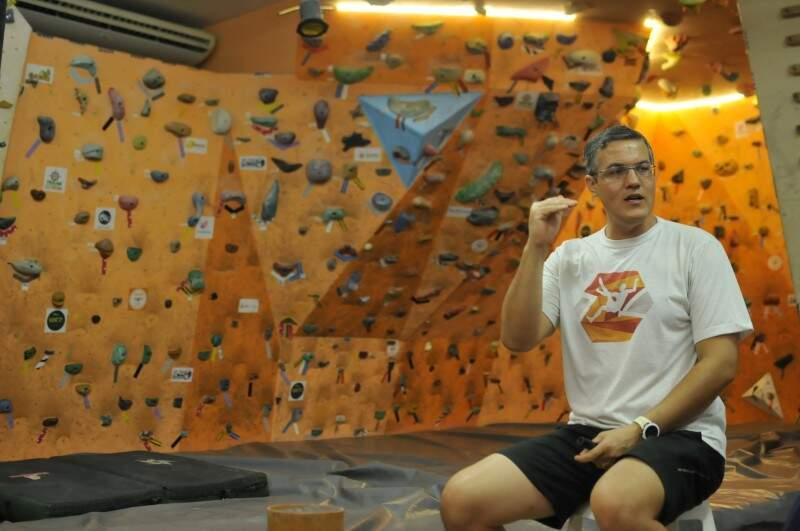 Professor, Edson é montanhista há 20 anos. (Foto: Alcides Neto)