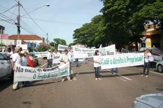 Na Rua Maracaju, eles param o trânsito e liberam o fluxo logo em seguida.
