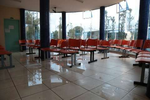 UPA fecha, outros postos lotam e pacientes esperam até cinco horas