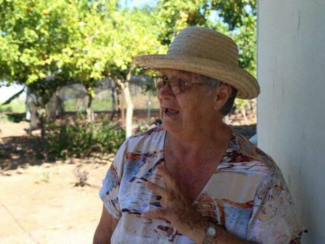 "Dona Íria vai completar 80 anos de vida ali, no lugar da ""energia boa"", como diz. (Foto: Fernando Antunes)"