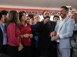 Presidente do PTC, César Gazolla, durante discurso na convenção do MDB ao lado de Simone Tebet (MDB) e Antonieta Amorim (Foto: Marina Pacheco)