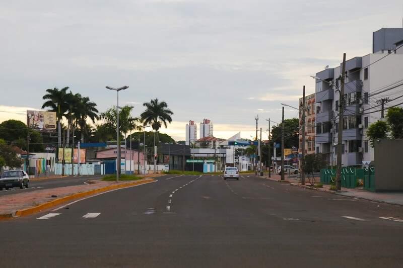 Dia amanheceu nublado em Campo Grande. (Foto: Fernando Antunes)