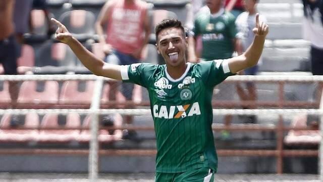 O sul-mato-grossense Vinícius Locatelli fez o gol da classificação do time Sub-19 da Chapecoense em Itu (Foto: Globo.com)