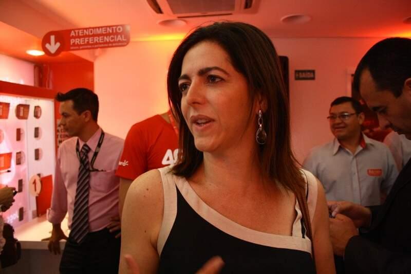 A diretora da Claro Centro Oeste aponta os investimentos da operadora em MS (Foto: Marcos Ermínio)