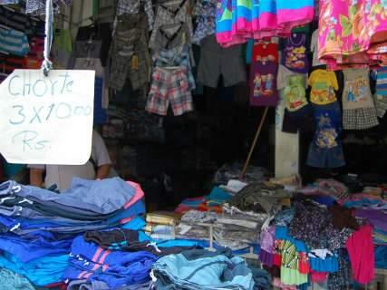 Uma parada na folia para aproveitar as pechinchas da feirinha da Bolívia