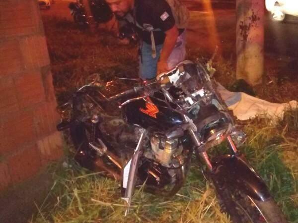 Edivan morreu no local do acidente (Foto: Direto das Ruas)