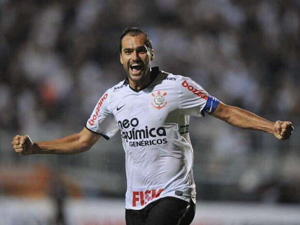 O meio-campista Danilo marcou o primeiro gol. (Foto: Ricardo Matsukawa/Terra)