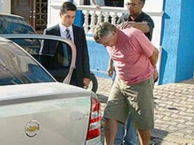 Carvalho ao ser preso, em 2007, por envolvimento na Jogatina (Diário On Line)