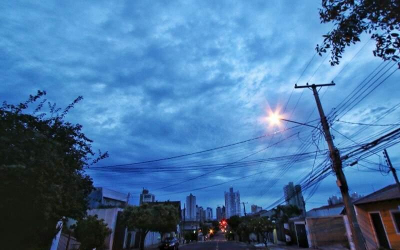 Manhã de segunda-feira com tempo nublado e mínima de 20ºC em Campo Grande. (Foto: André Bittar)