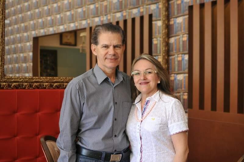 Juntos há 35 anos, casal fala sempre do amor e família. (Foto: Alcides Neto)