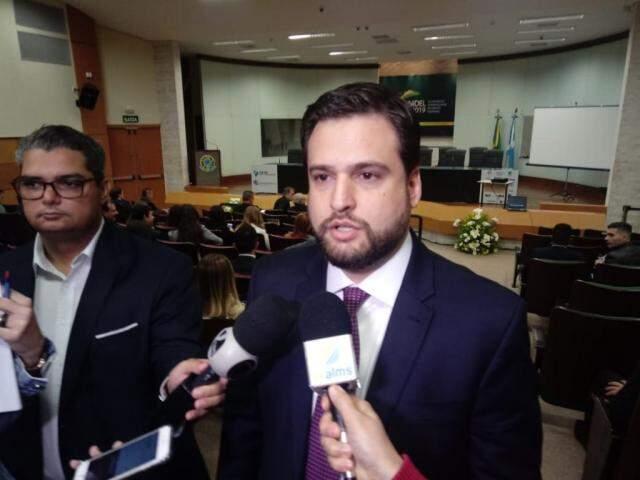 Diretor da Escola Judiciária Eleitoral, Daniel de Castro, durante entrevista (Foto: Leonardo Rocha)