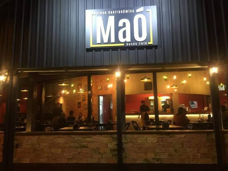 Bar foi todo reformado e funciona na esquina da Eduardo Santos Pereira com a Brasil.