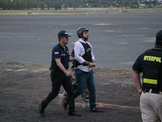 Jarvis Pavão na quinta passada, quando era extraditado para o Brasil (Foto: Divulgação)