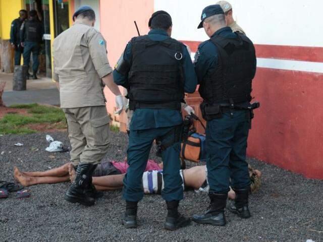 Adolescentes foram socorridos pelo Corpo de Bombeiros para uma unidade de saúde (Foto: Fernando Antunes)