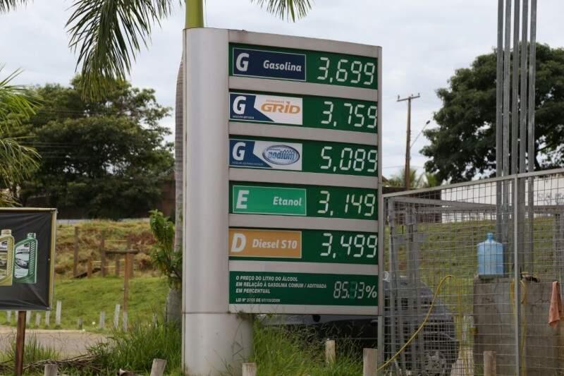 Preço da gasolina em Campo Grande é revendido a R$ 3,69. (Foto: Marcos Ermínio)