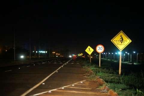 Com duplicação em andamento, rodovia fica no escuro por falta de manutenção