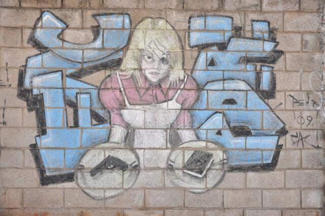 Arte embeleza muro na cidade. (Foto: João Garrigó)