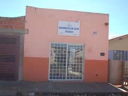 Bandidos que invadiram chácara roubaram carro de pastor para fuga