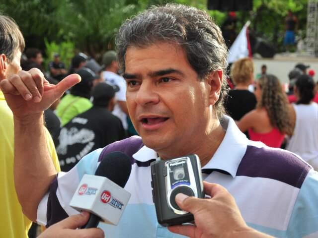 Prefeito afirma que não vai renunciar para o irmão, Marquinhos Trad, se candidatar(Foto: João Garrigó)