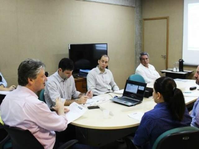 Membros do Fórum Deliberativo da Indústria durante reunião no último dia 14 (Foto: divulgação / Semade)