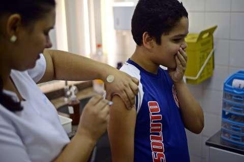 Vacina contra o HPV está disponível para 15 mil meninos nos postos de saúde