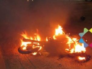 Motocicleta ficou totalmente destruída. (Foto: Aislan Nonato/ iFato)