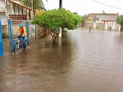 Em uma hora, choveu mais da metade do esperado para o mês em Corumbá