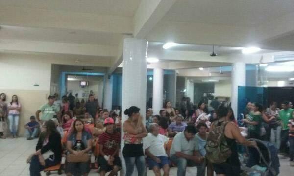 UPA Coronel Antonino acumula grande quantidade de pacientes. (Foto: Direto das Ruas)
