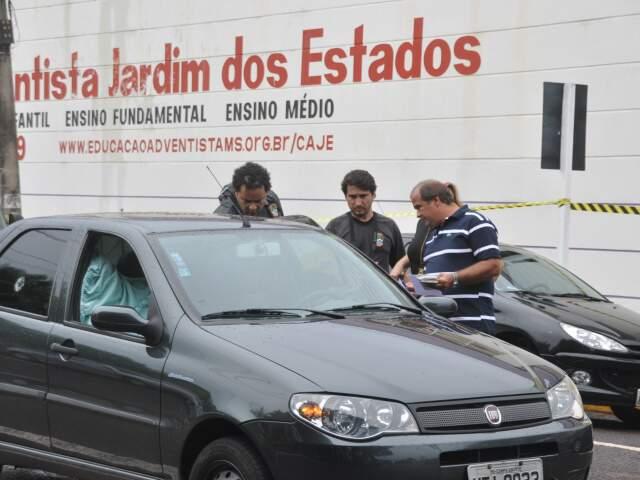 Crime aconteceu na frente de escola. (Foto: Marlon Ganassin)