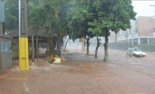 A Defesa Civil recomenda que a população evite áreas de alagamentos e com risco de deslizamentos de encostas, morros e barreiras. (Foto: Divulgação/Defesa Civil de MS)