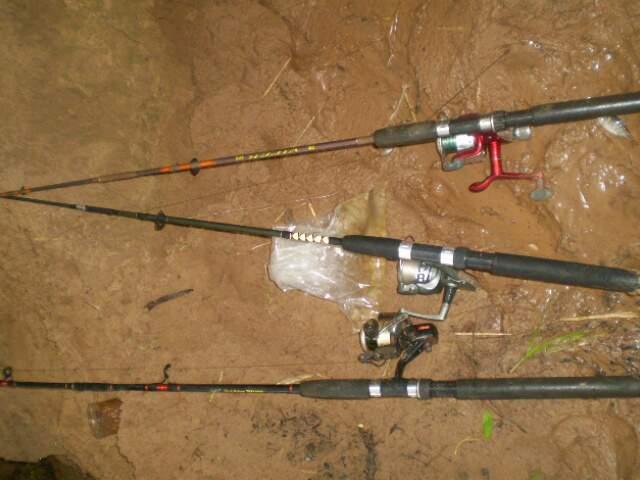 Parte dos apetrechos apreendidos com os pescadores. (Foto: Divulgação/PMA)