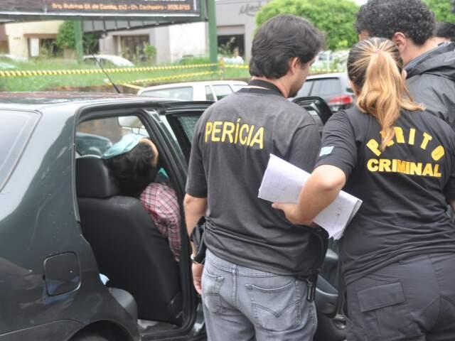 O corpo só foi para o IMOL às 21h e foi liberado para a funerária às 3h da manhã. (Foto: Marlon Ganassin)
