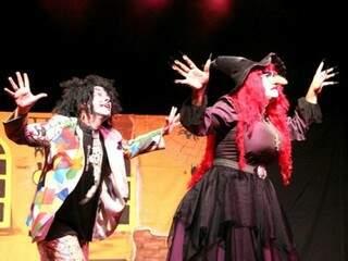 Cena da peça A Vassoura da Bruxa, único espetáculo infantil da programação.
