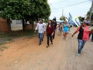Rose Modesto durante caminhada nesta semana (Foto: Assessoria Rose Modesto/Divulgação)