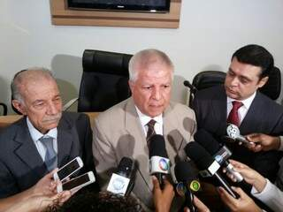 Jesus de Oliveira Sobrinho, Edil Albuquerque e Flávio César falam sobre nova data para ouvir Bernal (Foto: Kleber Clajus)