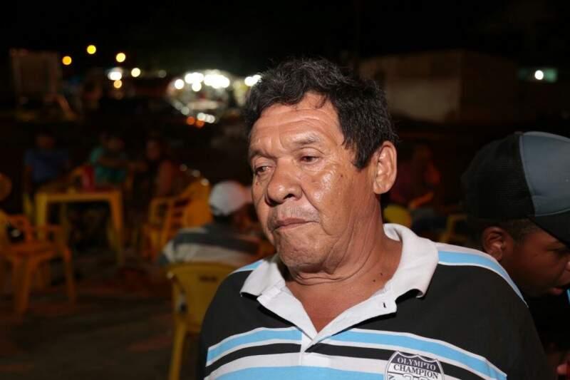 Morador há 20 anos, diz que hoje não tem briga e rua virou ponto para reunir a família. (Foto: Fernando Antunes)