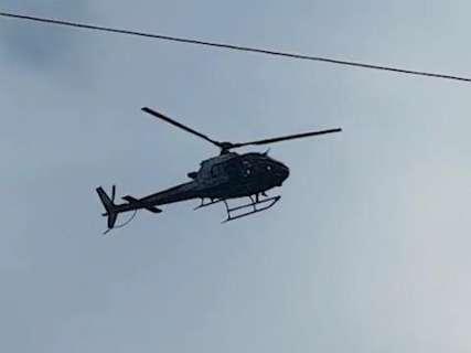 Polícia usa helicóptero para caçar ladrões de motocicleta